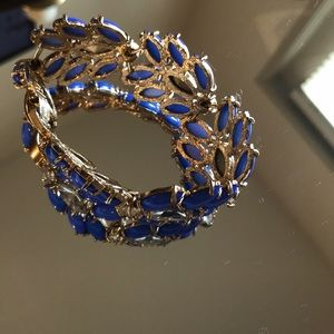 Jeweled gold bracelet, prefect for dressing up!